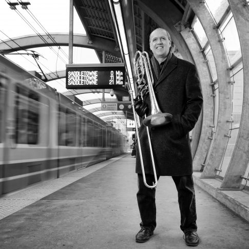 Musicians at the train - Editorial - HarderLee