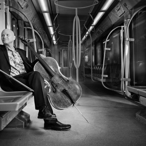 Musicians on trains - Editorial - HarderLee