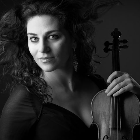 female violist - portrait - harderlee