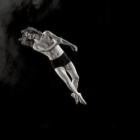 dance flying - performing arts - harderlee