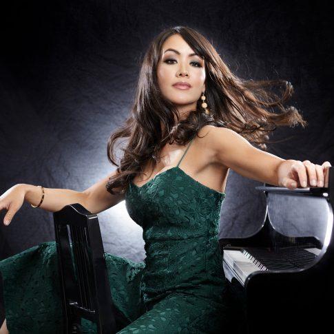 sexy pianist - portrait - harderlee
