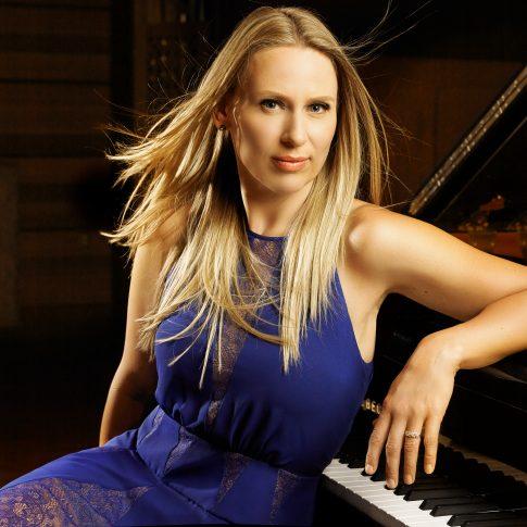 sexy pianist - performing arts - harderlee