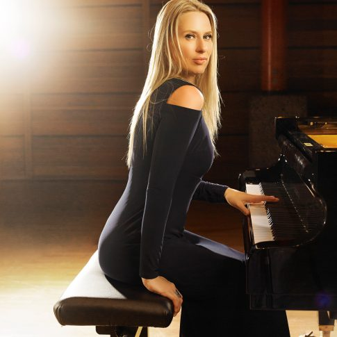 sexy pianist - performing arts - harderlee